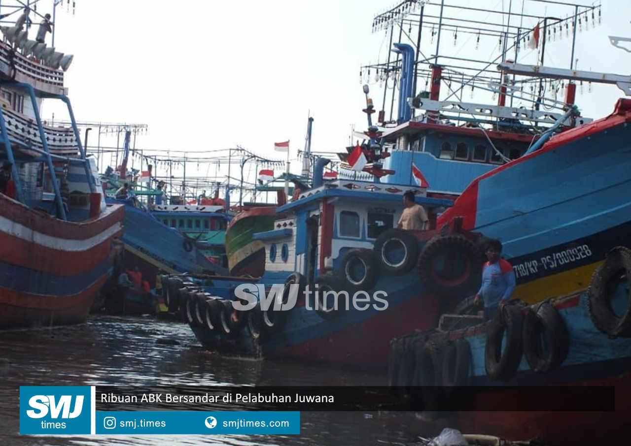 ribuan abk bersandar di pelabuhan juwana