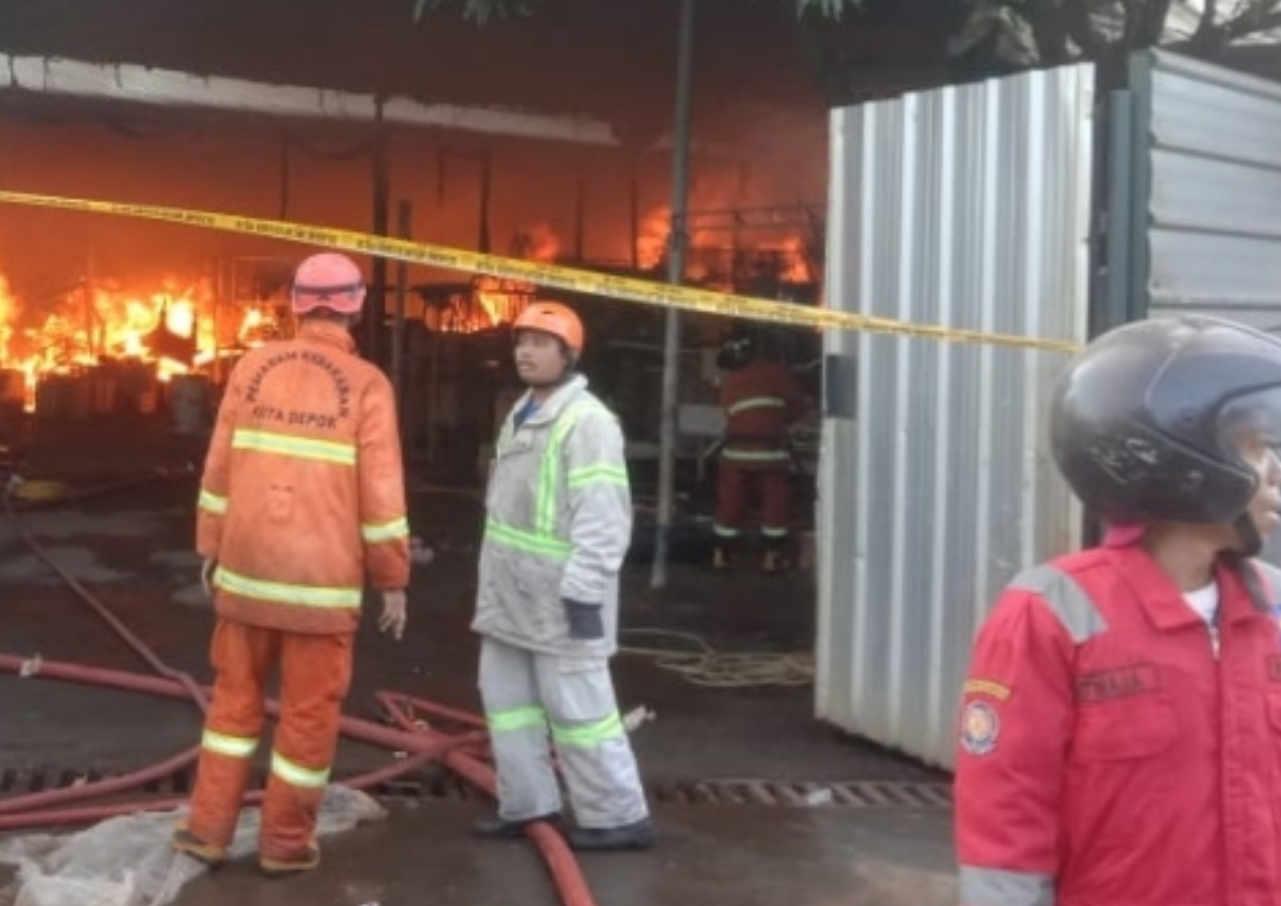 gudang stupa di depok terbakar kerugian ditaksir capai rp20 miliar