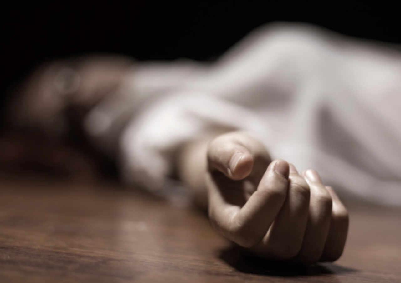 warga temukan mayat wanita dalam karung dan pria gantung diri